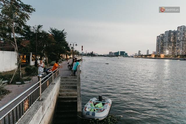 5 điểm tụ tập nổi tiếng của giới trẻ Sài Gòn giờ ra sao giữa mùa dịch: Nơi vắng lặng hơn hẳn, chỗ vẫn tấp nập như thường - Ảnh 9.