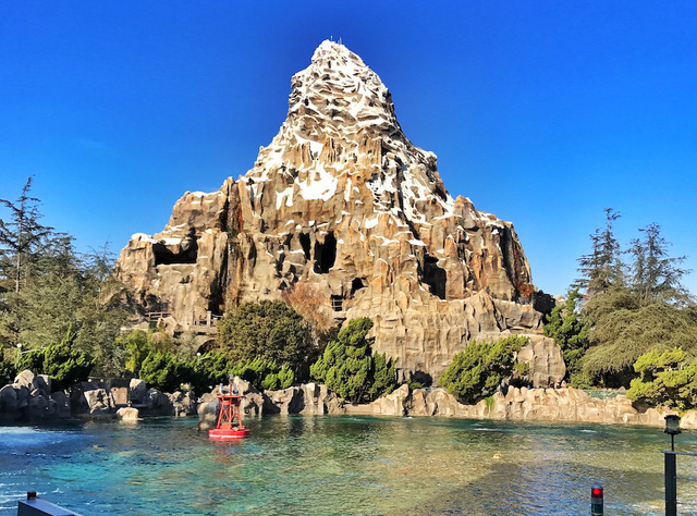 14 bí mật siêu thú vị về những điểm tham quan nổi tiếng nhất của Disneyland - Ảnh 13.