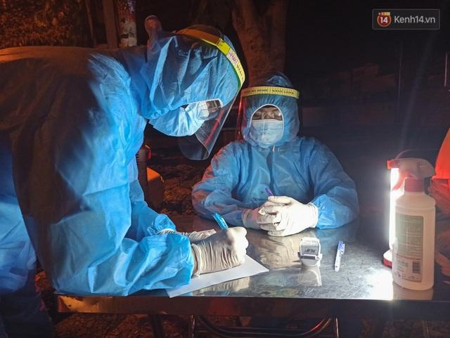 Trắng đêm ở chốt trạm phòng dịch Covid-19 tại các cửa ngõ TP.HCM - Ảnh 14.