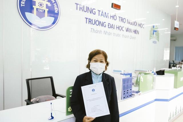 Vượt 200km/ngày, sau 4 năm học, cụ bà 70 tuổi ở Tiền Giang đã bảo vệ thành công luận văn thạc sĩ - Ảnh 2.