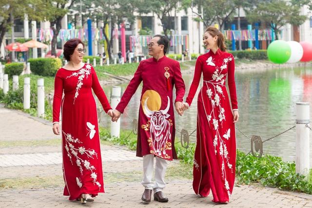 Khánh Vân từng trả lời: Em chẳng có gì ngoài một trái tim yêu thương, xem cách bố mẹ dạy mới hiểu tại sao hoa hậu luôn được khen đẹp cả người cả nết - Ảnh 2.