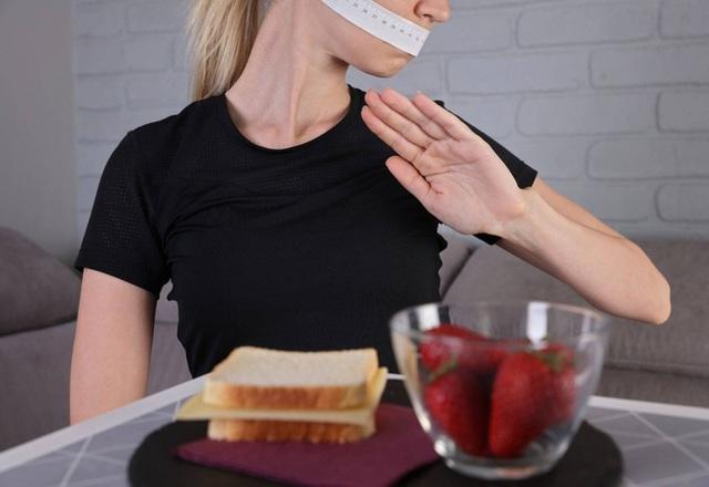 Chia sẻ của nữ diễn viên người Mỹ khi phải vật lộn với chứng rối loạn ăn uống mỗi ngày - Ảnh 3.