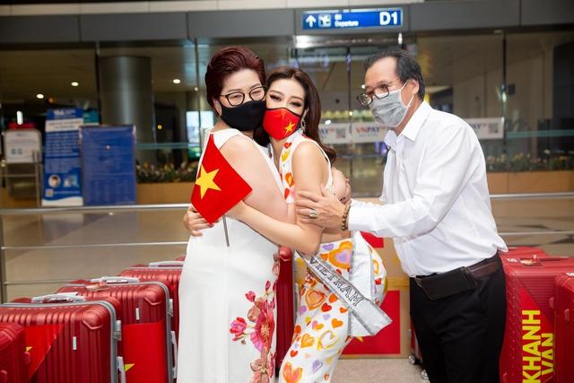 Khánh Vân từng trả lời: Em chẳng có gì ngoài một trái tim yêu thương, xem cách bố mẹ dạy mới hiểu tại sao hoa hậu luôn được khen đẹp cả người cả nết - Ảnh 3.