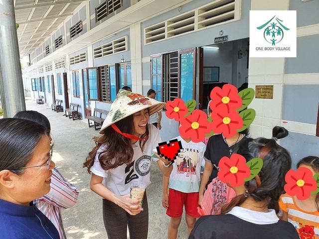 Khánh Vân từng trả lời: Em chẳng có gì ngoài một trái tim yêu thương, xem cách bố mẹ dạy mới hiểu tại sao hoa hậu luôn được khen đẹp cả người cả nết - Ảnh 9.