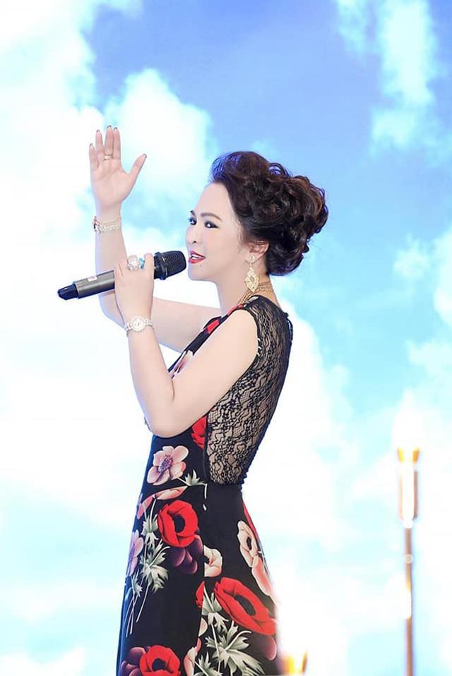 Yêu ca múa, thích livestream - rò rỉ hình ảnh vô tư của đại gia Phương Hằng khác hẳn lúc gay gắt đấu tố - Ảnh 5.