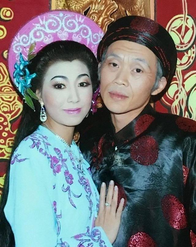 Vợ không công khai của Hoài Linh chỉ trích dàn sao Việt: Các anh chị không thương anh Linh, muốn nhấn chìm anh thì đúng hơn - Ảnh 1.