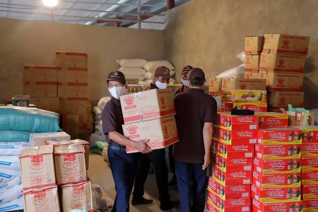 Chùa Tam Chúc trao tặng 20 tấn nhu yếu phẩm và 1 vạn khẩu trang hỗ trợ đồng bào cách ly vì dịch COVID-19 tại Hà Nam - Ảnh 2.