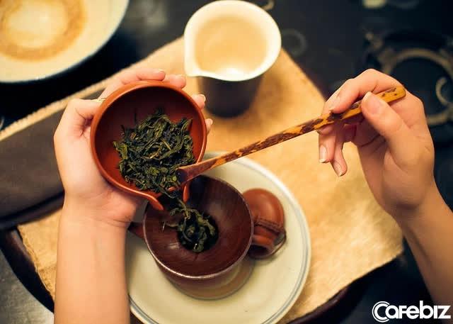 Uống trà, vì sao có người uống vào mất ngủ, có người lại ngủ rất ngon? Đã đến lúc bạn phải thay đổi cách hãm trà của mình - Ảnh 1.