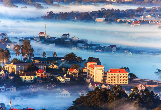 7 cung đường bộ đẹp nhất Việt Nam xuất hiện trên Tạp chí du lịch danh tiếng thế giới: Ngắm cảnh còn ngỡ lạc vào động tiên - Ảnh 5.