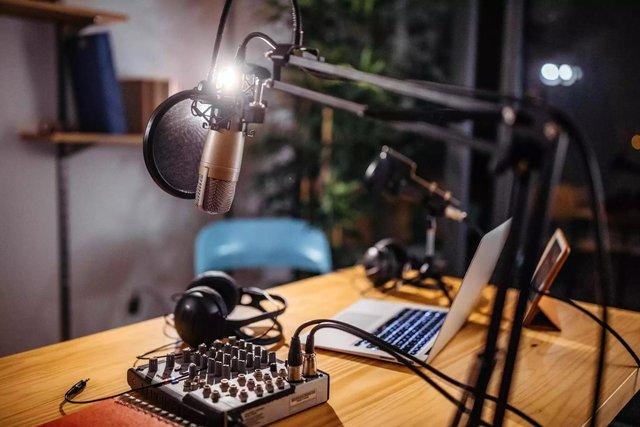 Podcast: Mỏ vàng tương lai này ra sao khiến Apple và Spotify cạnh tranh để giành miếng bánh - Ảnh 1.