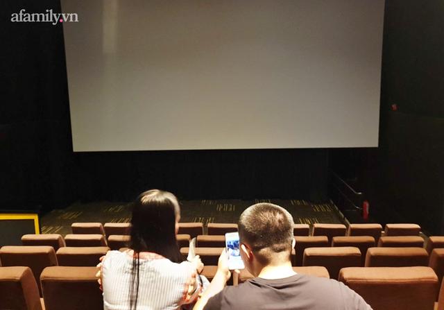 NÓNG: TP.HCM dừng hoạt động cơ sở massage, xông hơi, rạp chiếu phim, quán game từ 18h hôm nay - Ảnh 2.