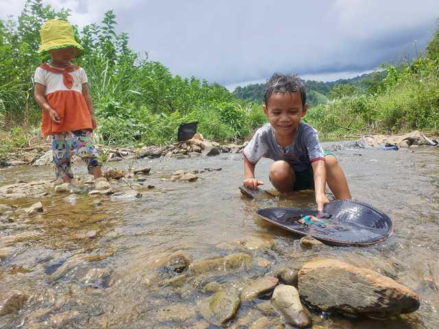 Bán hết tài sản, cặp vợ chồng Vũng Tàu đạp xe chở 2 con nhỏ đi phượt khắp Việt Nam  - Ảnh 5.