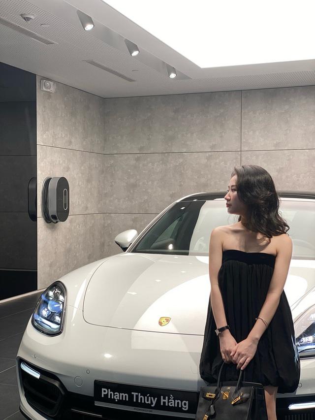 Rich kid RMIT và cuộc sống của người nhiều tiền: Đi xe Porsche, đồ hiệu đầy người, thời sinh viên đã đầu tư bất động sản, chứng khoán - Ảnh 4.