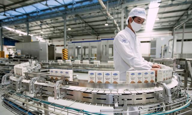 Sở hữu hệ thống nhà máy thuộc hàng khủng, Vinamilk nhiều năm liên tiếp dẫn đầu ở nhiều ngành hàng lớn - Ảnh 3.