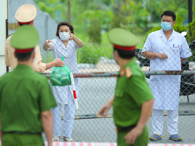 KHẨN: Tìm người đến Bệnh viện Bệnh Nhiệt đới Trung ương cơ sở 2 từ 14-4 đến nay  - Ảnh 1.
