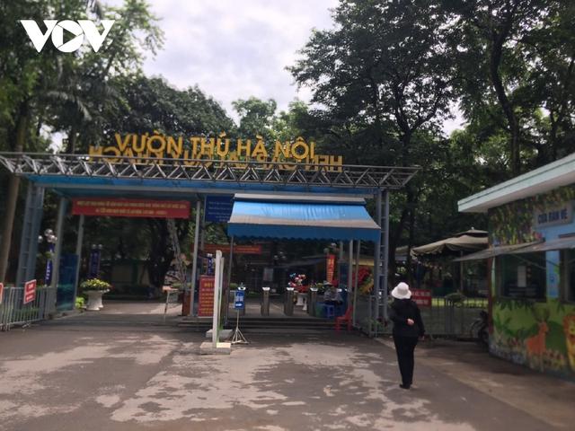 Công viên ở Hà Nội đồng loạt đóng cửa phòng chống dịch Covid-19 - Ảnh 15.