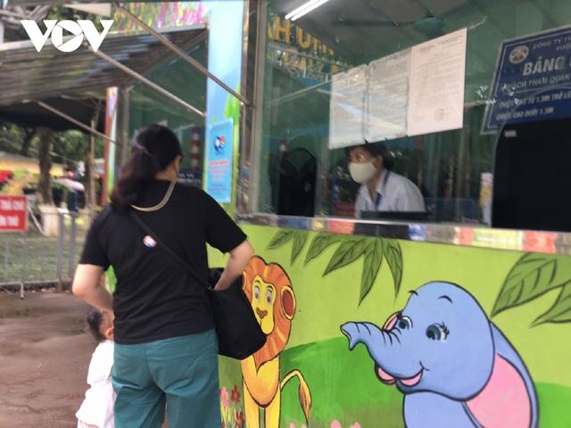 Công viên ở Hà Nội đồng loạt đóng cửa phòng chống dịch Covid-19 - Ảnh 16.