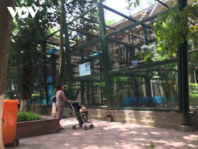 Công viên ở Hà Nội đồng loạt đóng cửa phòng chống dịch Covid-19 - Ảnh 17.