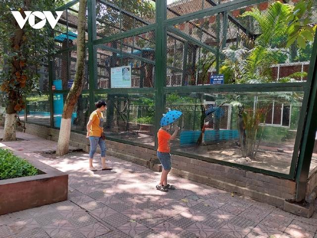 Công viên ở Hà Nội đồng loạt đóng cửa phòng chống dịch Covid-19 - Ảnh 18.