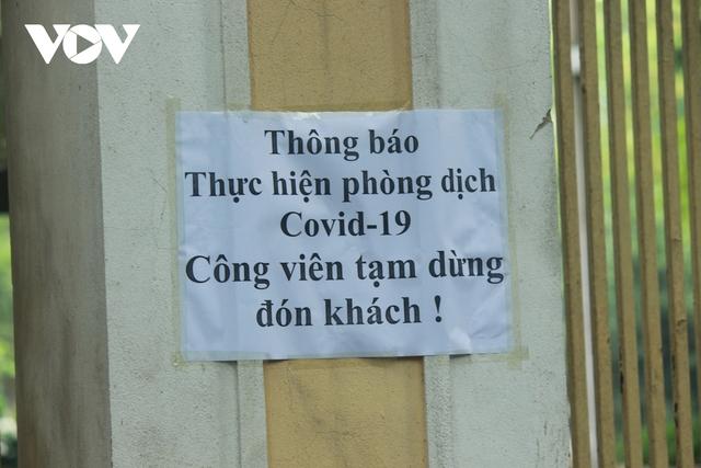Công viên ở Hà Nội đồng loạt đóng cửa phòng chống dịch Covid-19 - Ảnh 4.
