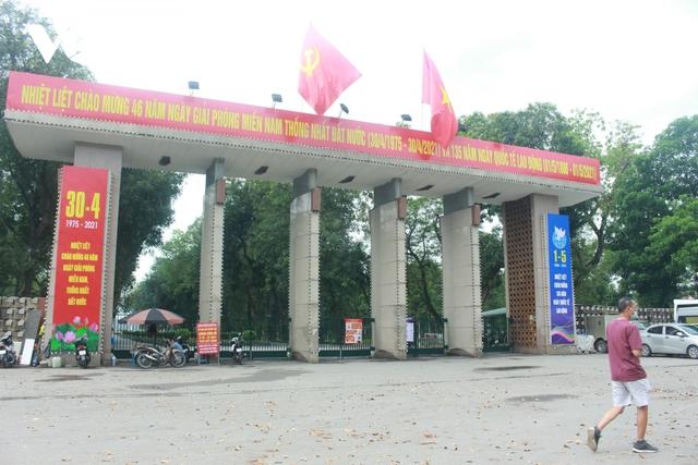 Công viên ở Hà Nội đồng loạt đóng cửa phòng chống dịch Covid-19 - Ảnh 6.