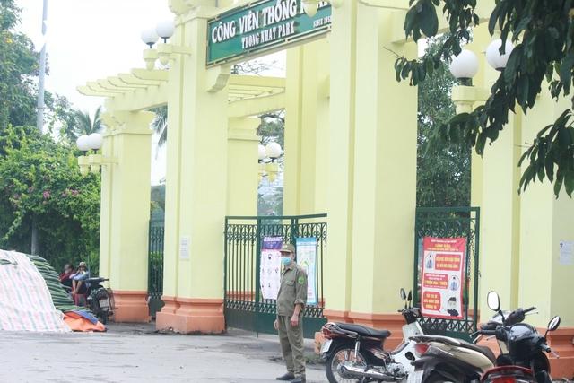 Công viên ở Hà Nội đồng loạt đóng cửa phòng chống dịch Covid-19 - Ảnh 8.