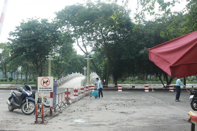 Công viên ở Hà Nội đồng loạt đóng cửa phòng chống dịch Covid-19 - Ảnh 9.