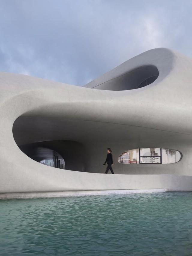 Thư viện nằm bên bờ biển có cấu trúc độc lạ, có một không hai - Ảnh 3.