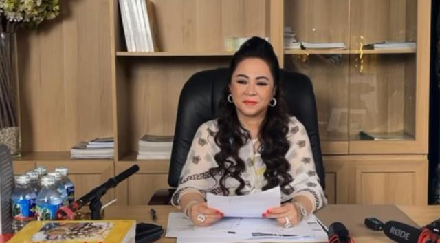 Hết Hoài Linh, Đàm Vĩnh Hưng, tới NS Trịnh Kim Chi ngồi im cũng trúng đạn được bà Phương Hằng khiêu chiến trong livestream - Ảnh 1.