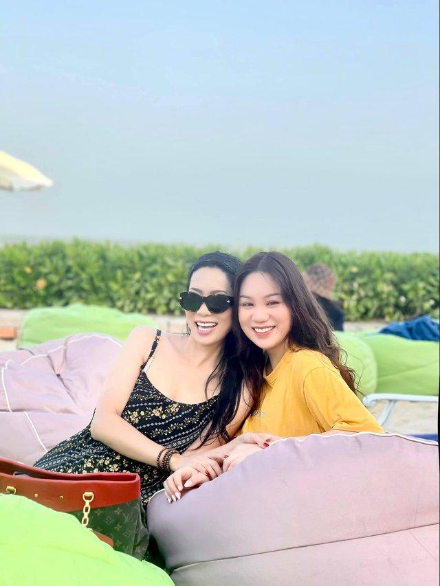 Á hậu kín tiếng dính lùm xùm với bà Phương Hằng - vợ ông Dũng Lò Vôi: 59 tuổi vẫn tốt nghiệp đại học, gây ngạc nhiên vì cách dạy con - Ảnh 3.