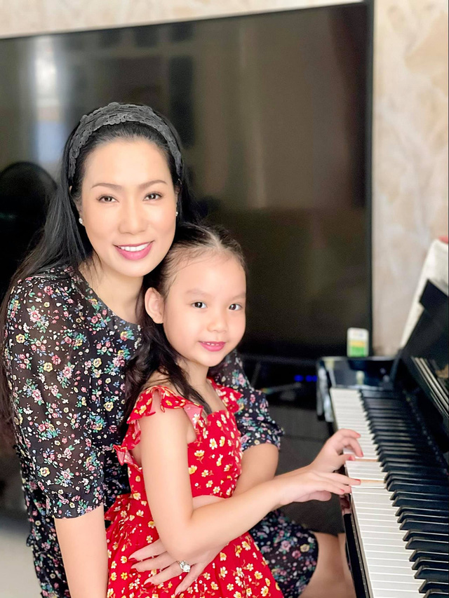 Á hậu kín tiếng dính lùm xùm với bà Phương Hằng - vợ ông Dũng Lò Vôi: 59 tuổi vẫn tốt nghiệp đại học, gây ngạc nhiên vì cách dạy con - Ảnh 6.