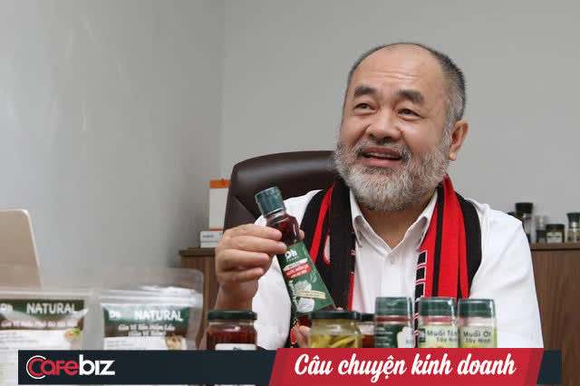 """Chân dung CEO Dh Foods: Triệu phú mỳ gói trên đất Ba Lan, tay trắng hồi hương tuổi 50 vì """"tiếng gọi tình yêu"""", dựng đế chế gia vị đặc sản thuần Việt - Ảnh 2."""