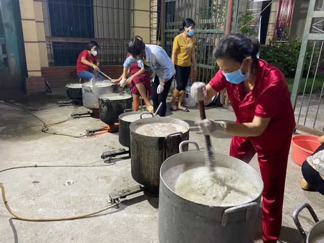 Một công ty bán nhung hươu nhập khẩu nấu 7.500 suất cháo nhung hươu tiếp sức cho 2.000 y bác sĩ tại 7 bệnh viện ở Bắc Giang - Ảnh 4.