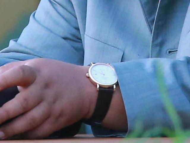 Ông Kim Jong Un đeo đồng hồ giá 12.000 USD - Ảnh 1.