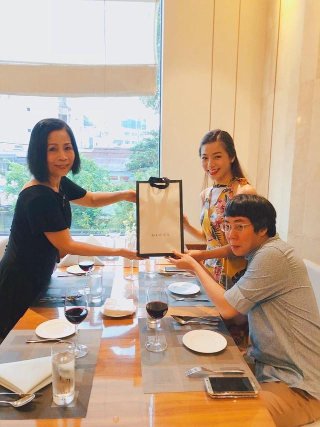 Đào Hồng Nhung - Người mẹ 2 con sáng làm văn phòng, tối làm CEO hai công ty, chia sẻ cuộc sống đầy bất ngờ khi làm dâu của mẹ chồng là Tiến sĩ Tâm lý - Ảnh 12.