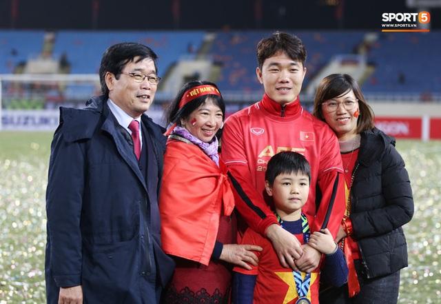 Bố mẹ cầu thủ tuyển Việt Nam: Thương các con vất vả, nhưng hãy vượt mọi khó khăn vì nhiệm vụ Tổ quốc - Ảnh 6.