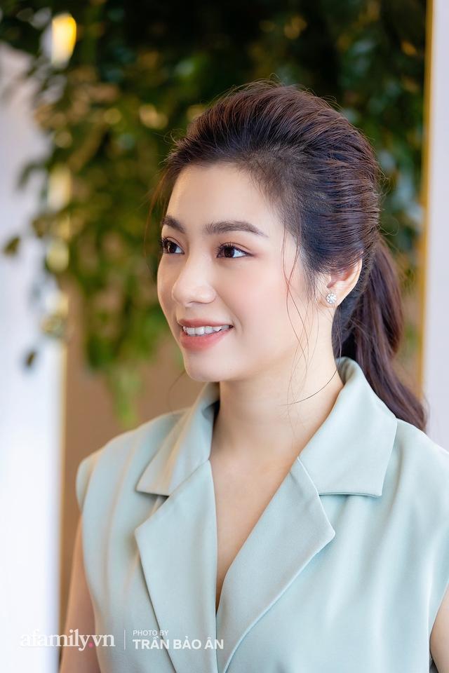 Đào Hồng Nhung - Người mẹ 2 con sáng làm văn phòng, tối làm CEO hai công ty, chia sẻ cuộc sống đầy bất ngờ khi làm dâu của mẹ chồng là Tiến sĩ Tâm lý - Ảnh 4.