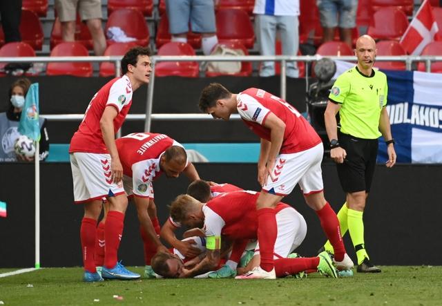 Nhạc trưởng Eriksen của Đan Mạch bất tỉnh ngay trên sân bóng tại EURO 2021: Cách phòng tránh ngừng tim đột ngột và thời gian vàng cứu sống tính bằng giây - Ảnh 1.