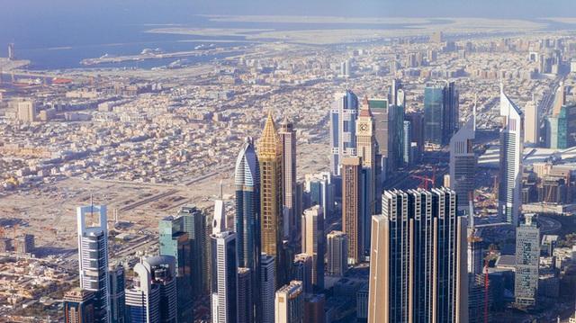 Dubai từ 1 làng chài nhỏ trỗi dậy giàu có rồi đốt tiền cho sân vận động thể thao như thế nào? - Ảnh 1.