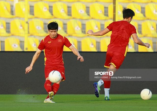 Thầy Park chơi khó ở buổi tập của tuyển Việt Nam, phóng viên UAE chán nản suýt bỏ về sớm - Ảnh 8.