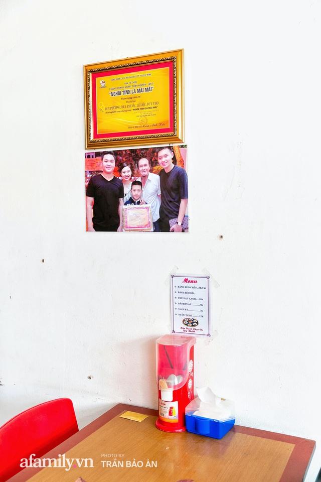 Quán bánh bèo chén của nghệ sĩ Duy Phương: Có người lặn lội đi hơn 20km để mua về, xúc động ảnh 4 người con được treo ở nơi sáng nhất  - Ảnh 13.