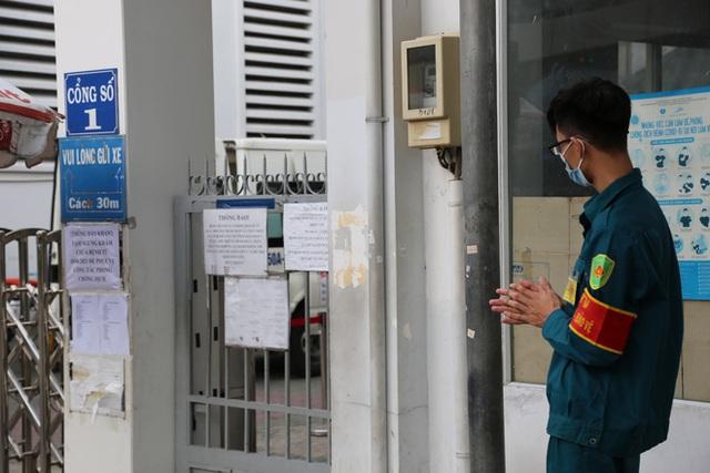 ẢNH: Bệnh viện quận 4 tạm ngừng tiếp nhận bệnh nhân do phát hiện ca dương tính SARS-CoV-2 từng đến chữa trị - Ảnh 3.