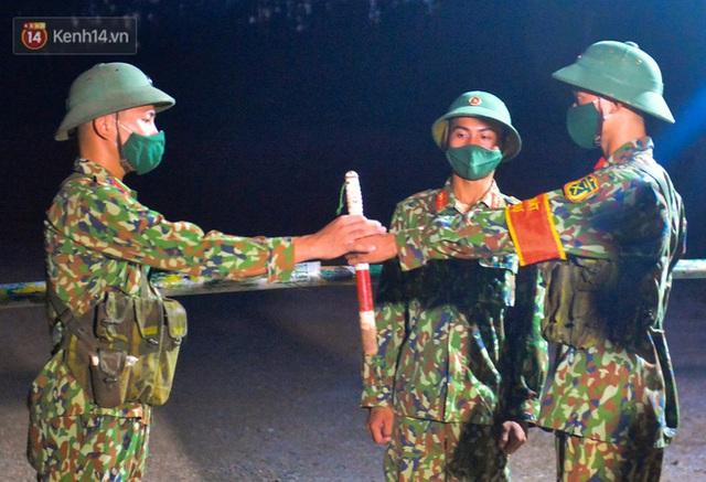 Cuộc hành quân thần tốc trong đêm của chiến sĩ Bắc Giang để nhường doanh trại cho người dân cách ly - Ảnh 23.