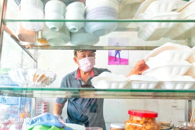 Quán bánh bèo chén của nghệ sĩ Duy Phương: Có người lặn lội đi hơn 20km để mua về, xúc động ảnh 4 người con được treo ở nơi sáng nhất  - Ảnh 7.