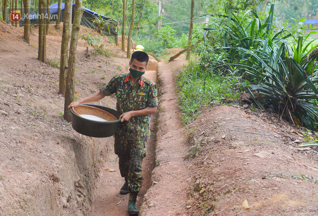 Cuộc hành quân thần tốc trong đêm của chiến sĩ Bắc Giang để nhường doanh trại cho người dân cách ly - Ảnh 8.