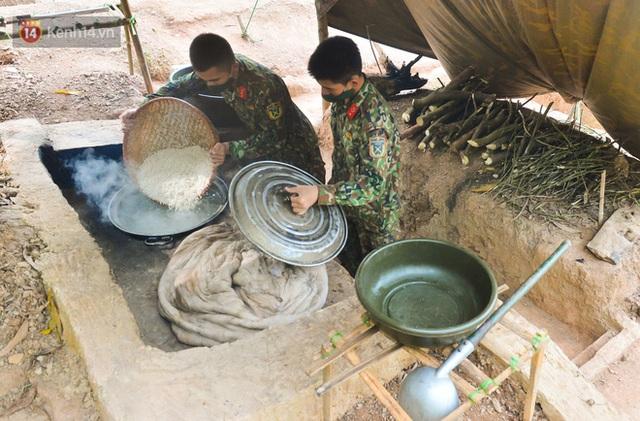 Cuộc hành quân thần tốc trong đêm của chiến sĩ Bắc Giang để nhường doanh trại cho người dân cách ly - Ảnh 9.