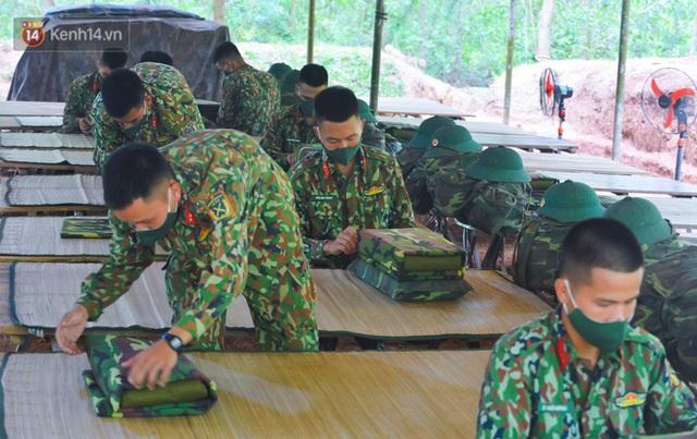 Cuộc hành quân thần tốc trong đêm của chiến sĩ Bắc Giang để nhường doanh trại cho người dân cách ly - Ảnh 11.