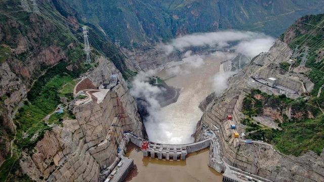 Trung Quốc vận hành siêu đập cao hơn cả đập Tam Hiệp: Chuyên gia nhắc tới rủi ro động đất - Ảnh 1.