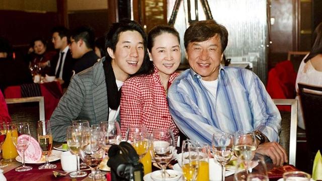 Thành Long và bà xã Lâm Phụng Kiều đã ly hôn? - Ảnh 3.