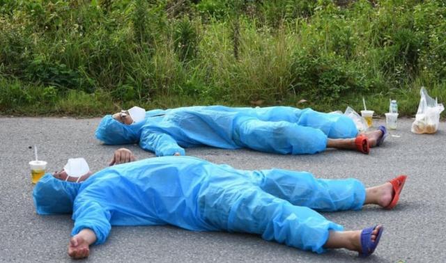 Không quản nắng nóng, người đàn ông Bắc Giang tiếp tế 10.000 gói băng vệ sinh cho chị em trong khu cách ly - Ảnh 2.